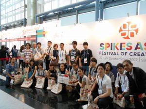 スパイクスアジア登録所前 集合写真